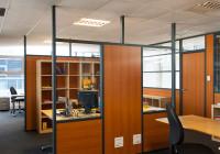 L'aménagement intérieur avec les cloisons des faux plafonds